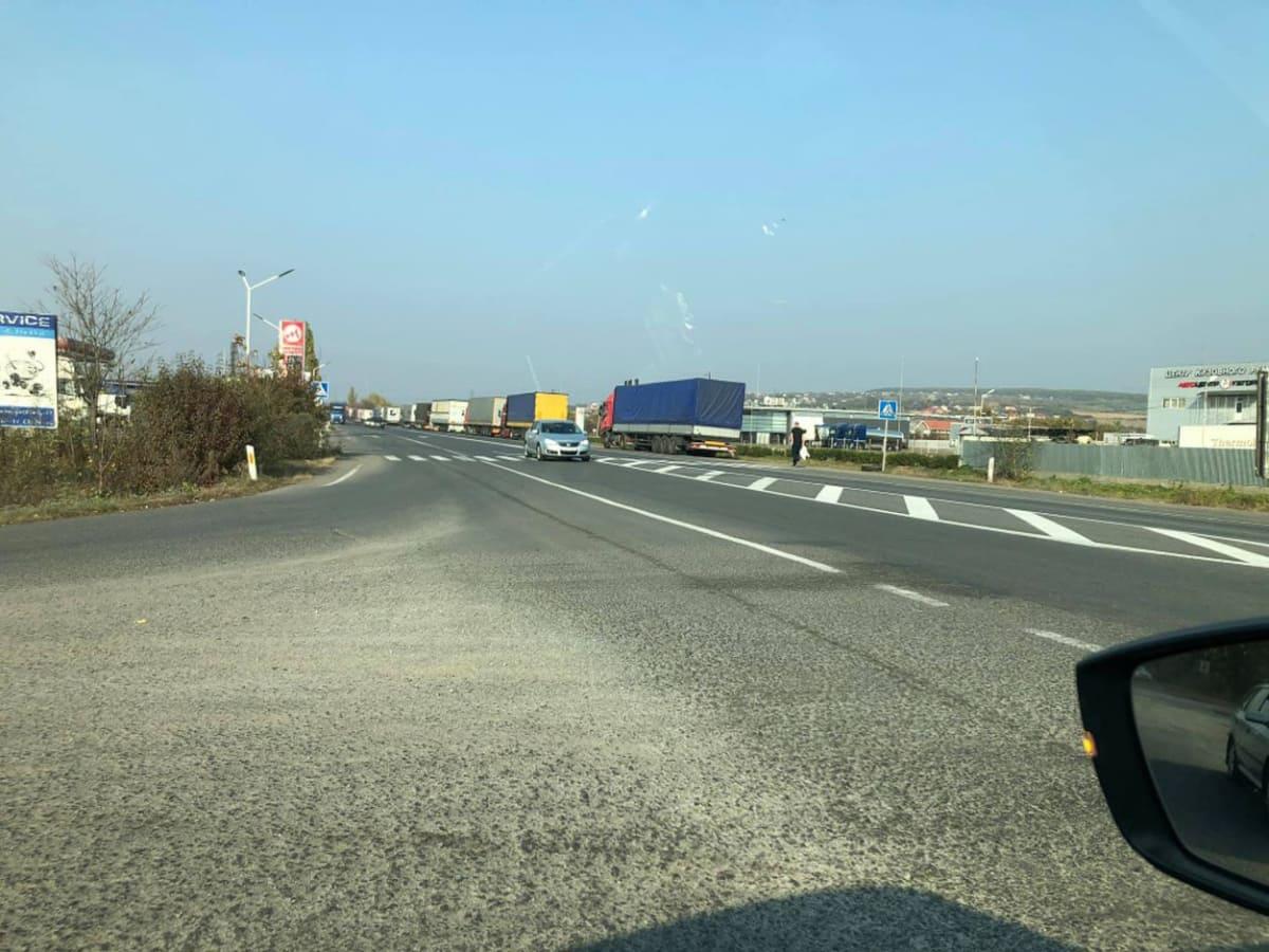 черга з автомобілів на Словаччину фото