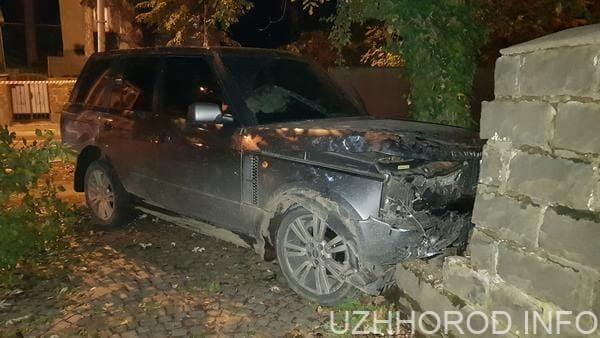 В Ужгороді зіткнулись Volkswagen та Range Rover (Фото)