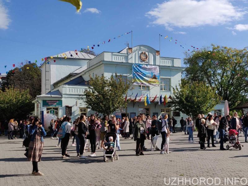 В Ужгороді стартував фестиваль Інтерлялька (ФОТОФАКТ)