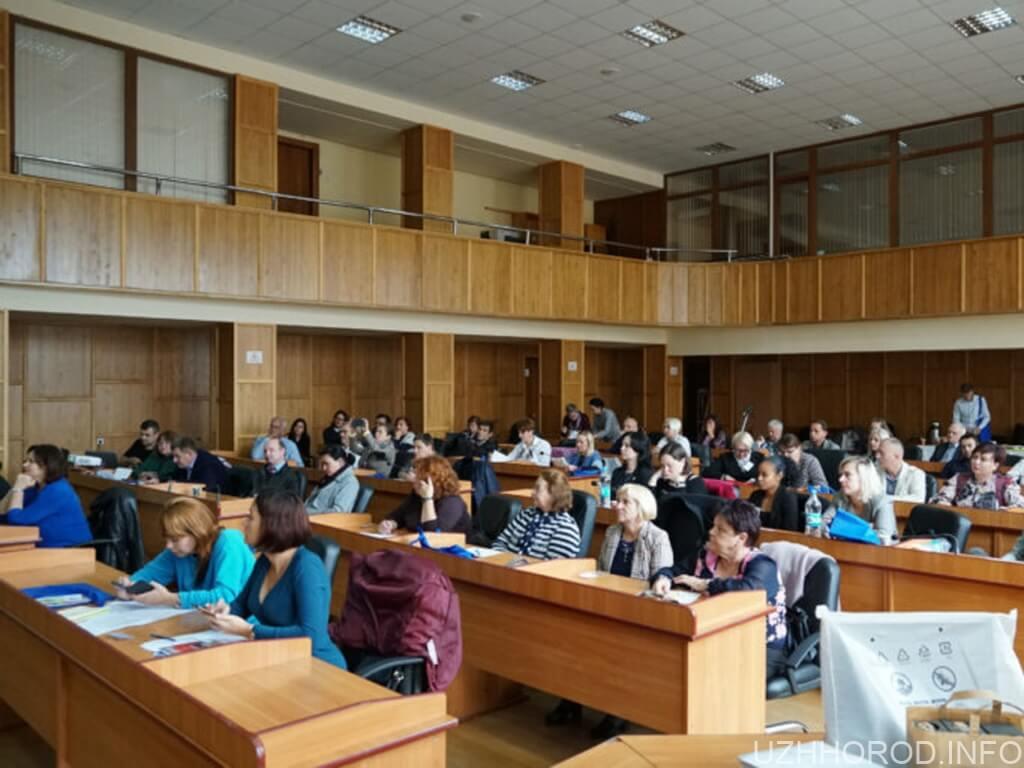 На конференції в Ужгороді говорять про реабілітацію дітей та молоді з інвалідністю