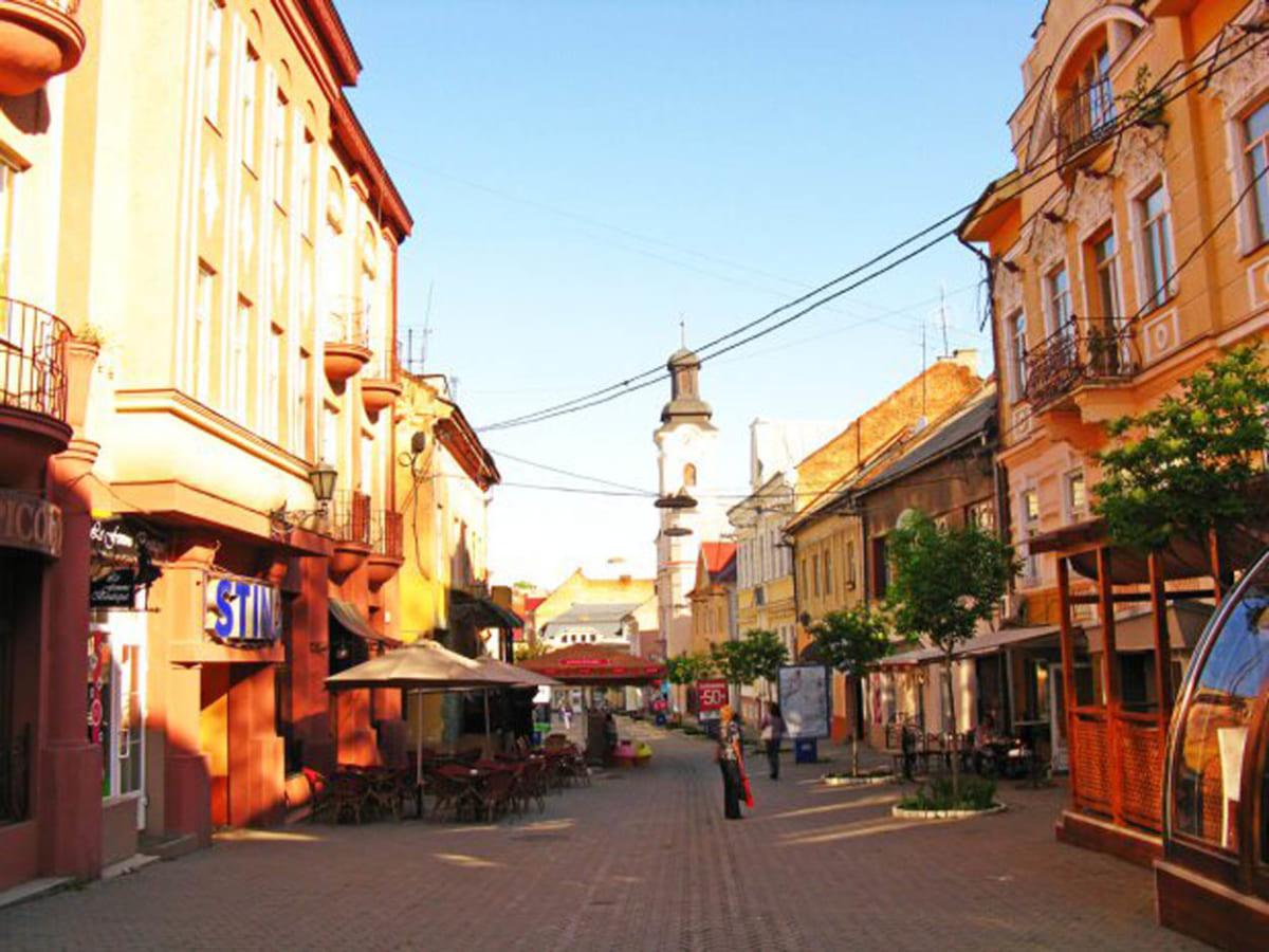 """Палуби """"Титаніка"""" та будівлі старого Ужгорода викладені одною плиткою"""
