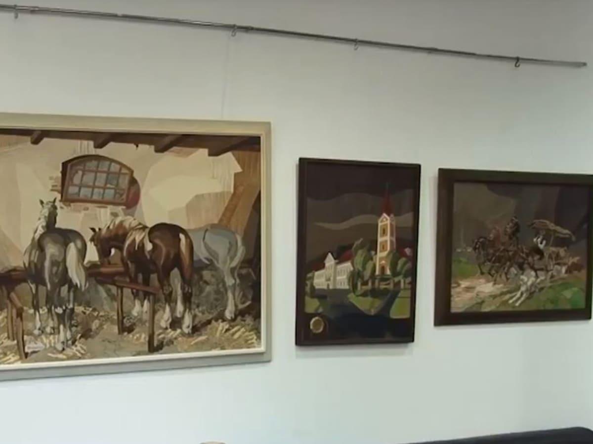 Відкрили виставку картин і шкіряних колажів (ВІДЕО)