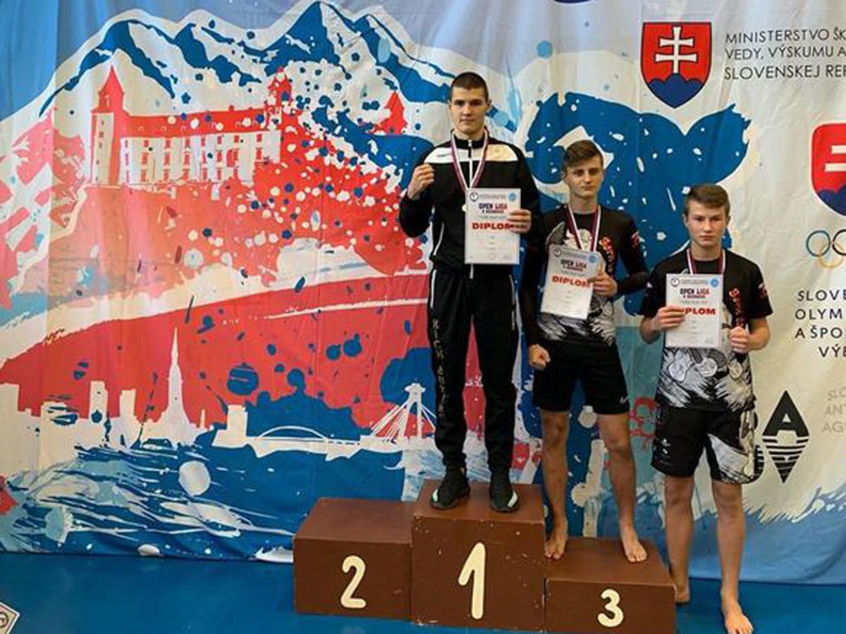 Наші кікбоксери стали чемпіонами у Лізі Словаччини