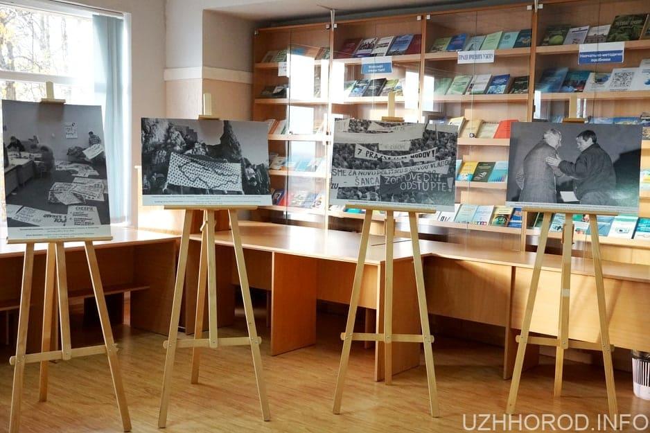 УжНУ річниця Оксамитової революції 3 фото