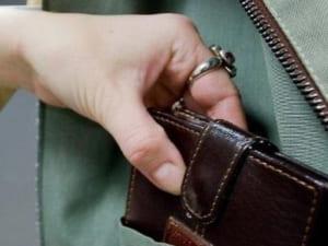Симпатична дівчина-білявка обкрадає ужгородців (ФОТО)