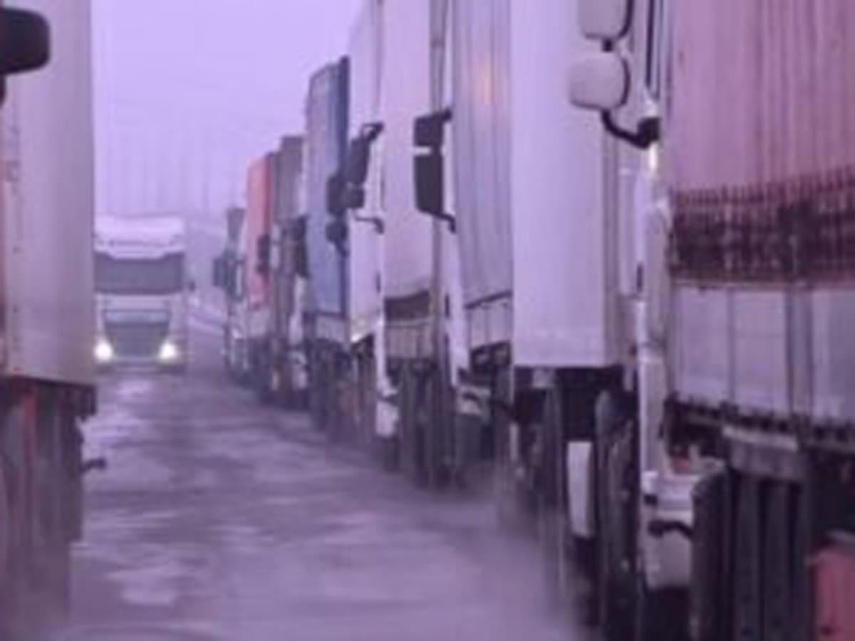 черга вантажівок кордон фото