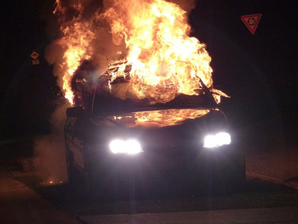 на легоцького підпалили автомобіль пожежа фото