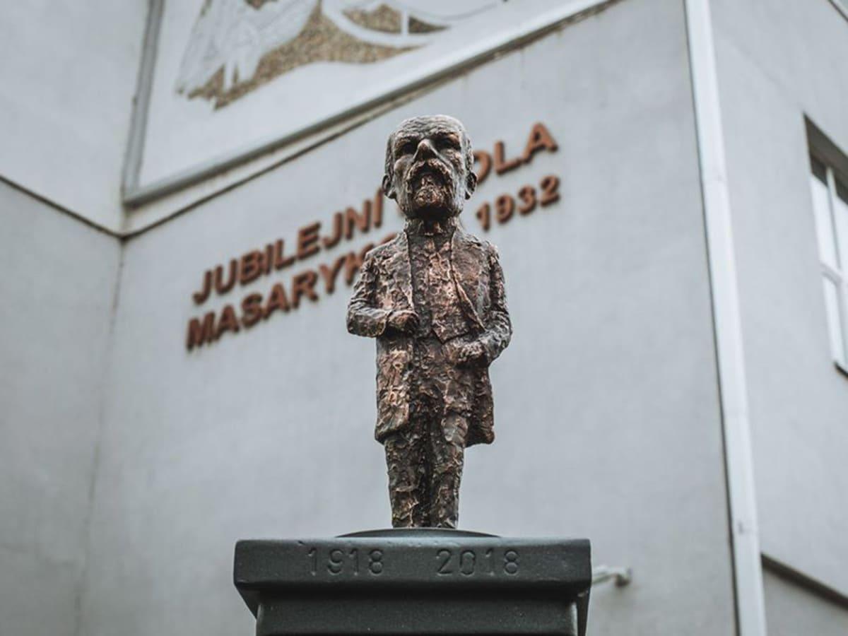 В Ужгороді встановили мініскульптурку Масарику