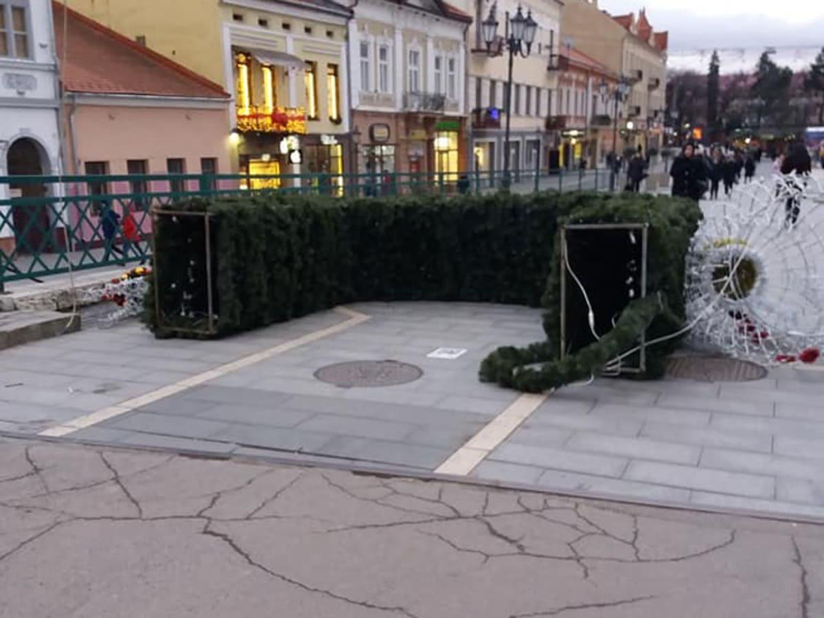 впала новорічна арка фото