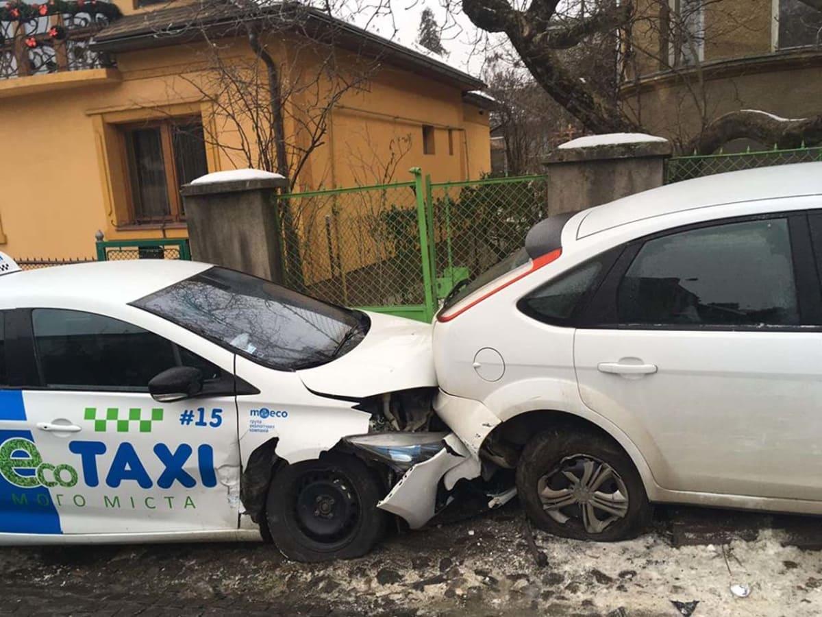 Через ожеледицю пошкоджено щонайменше 9 автомобілів