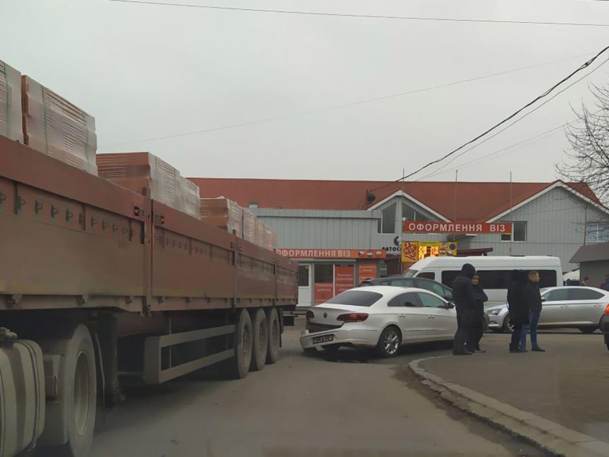 дтп за участю вантажівки фото