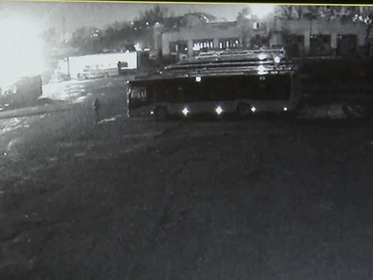 електрони автобуси розбили скло вночі фото