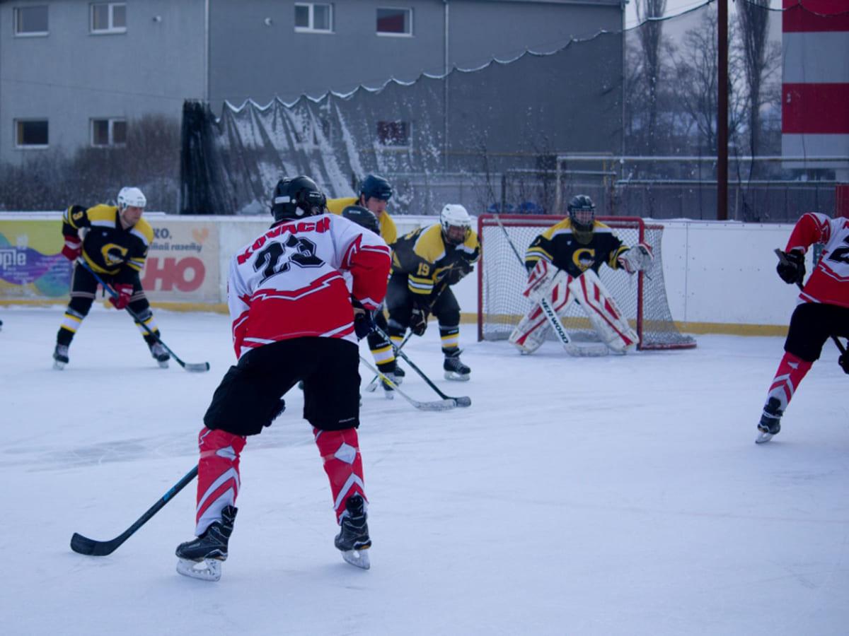 Боротьба за головний трофей Чемпіонату області з хокею