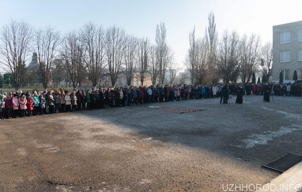 Меморіальна дошка загиблому герою АТО Василю Варзі 2 фото