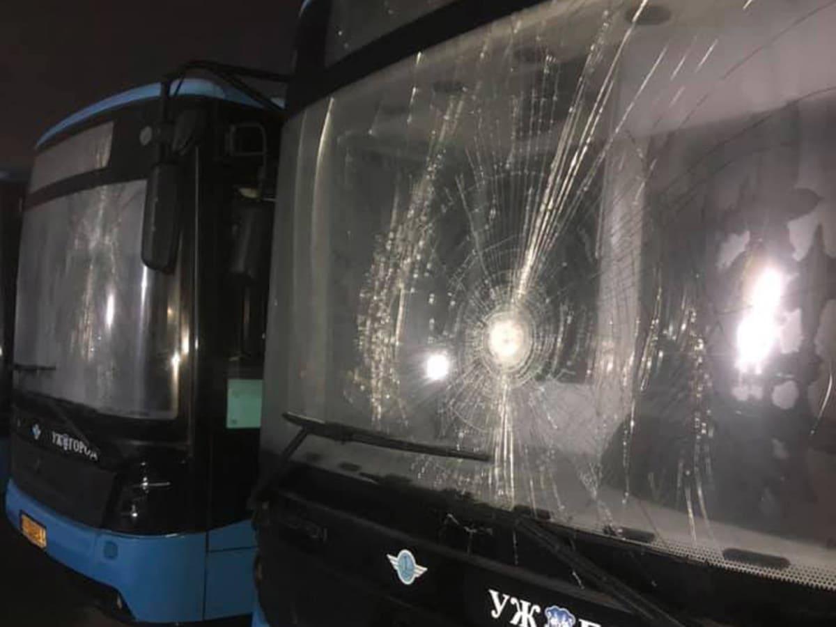 """Вночі невідомі потрощили нові міські автобуси """"Електрони"""""""