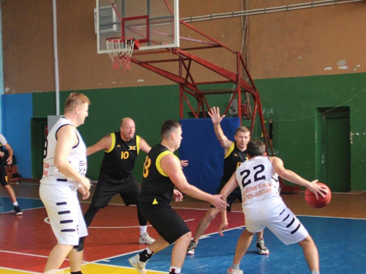 Ужгород лідирує у чемпіонаті Закарпаття з баскетболу фото