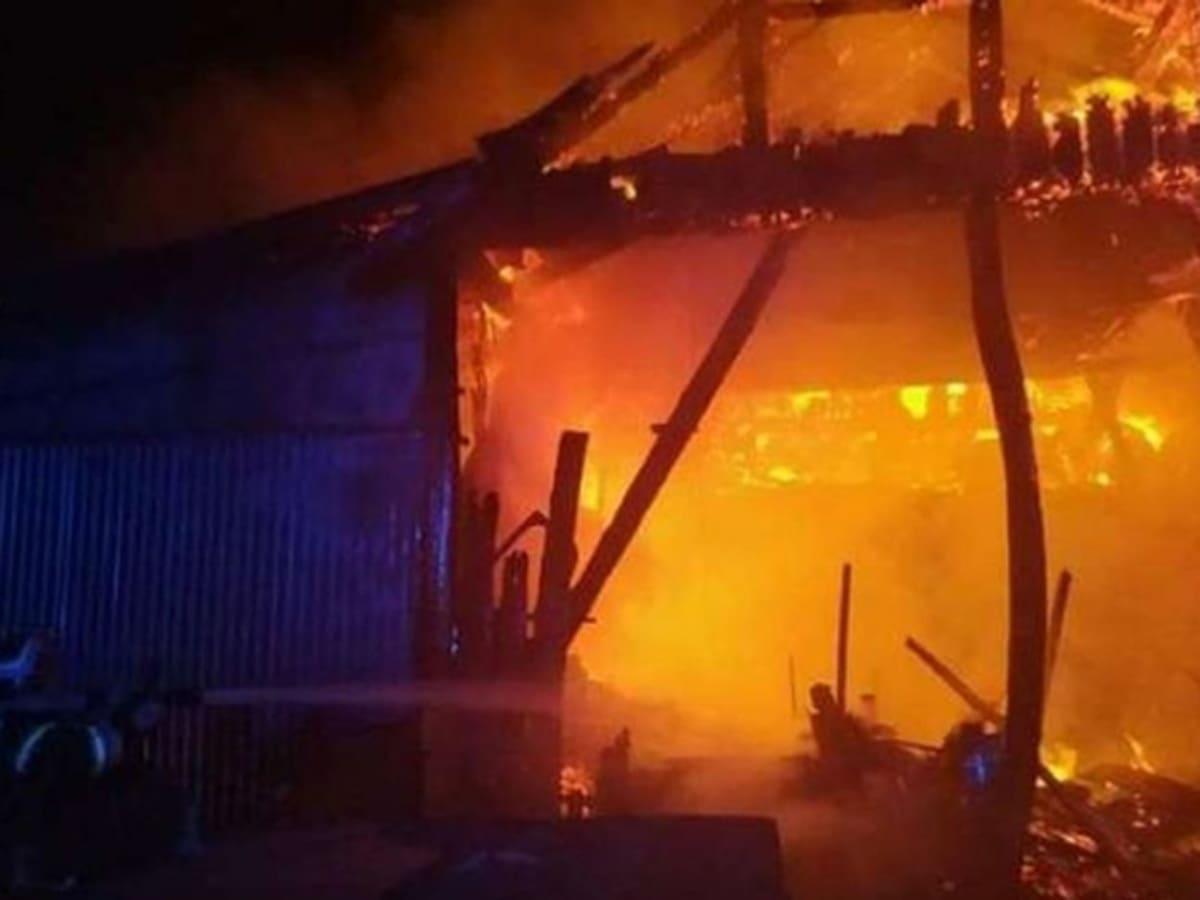 В Ужгороді горіла закинута будівля