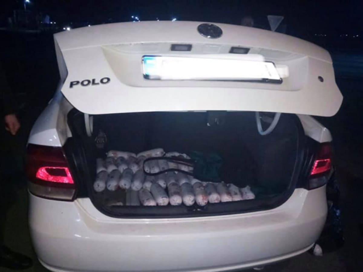 митники вилучили в закарпатця 303 кг ковбаси фото