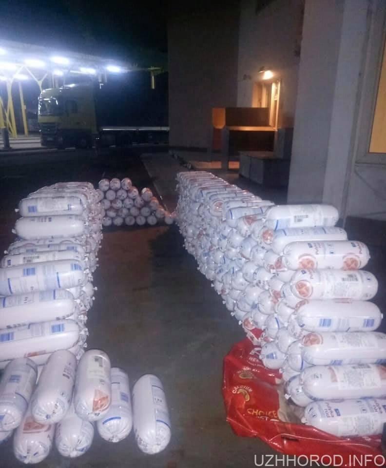 митники вилучили в закарпатця 303 кг ковбаси 2 фото