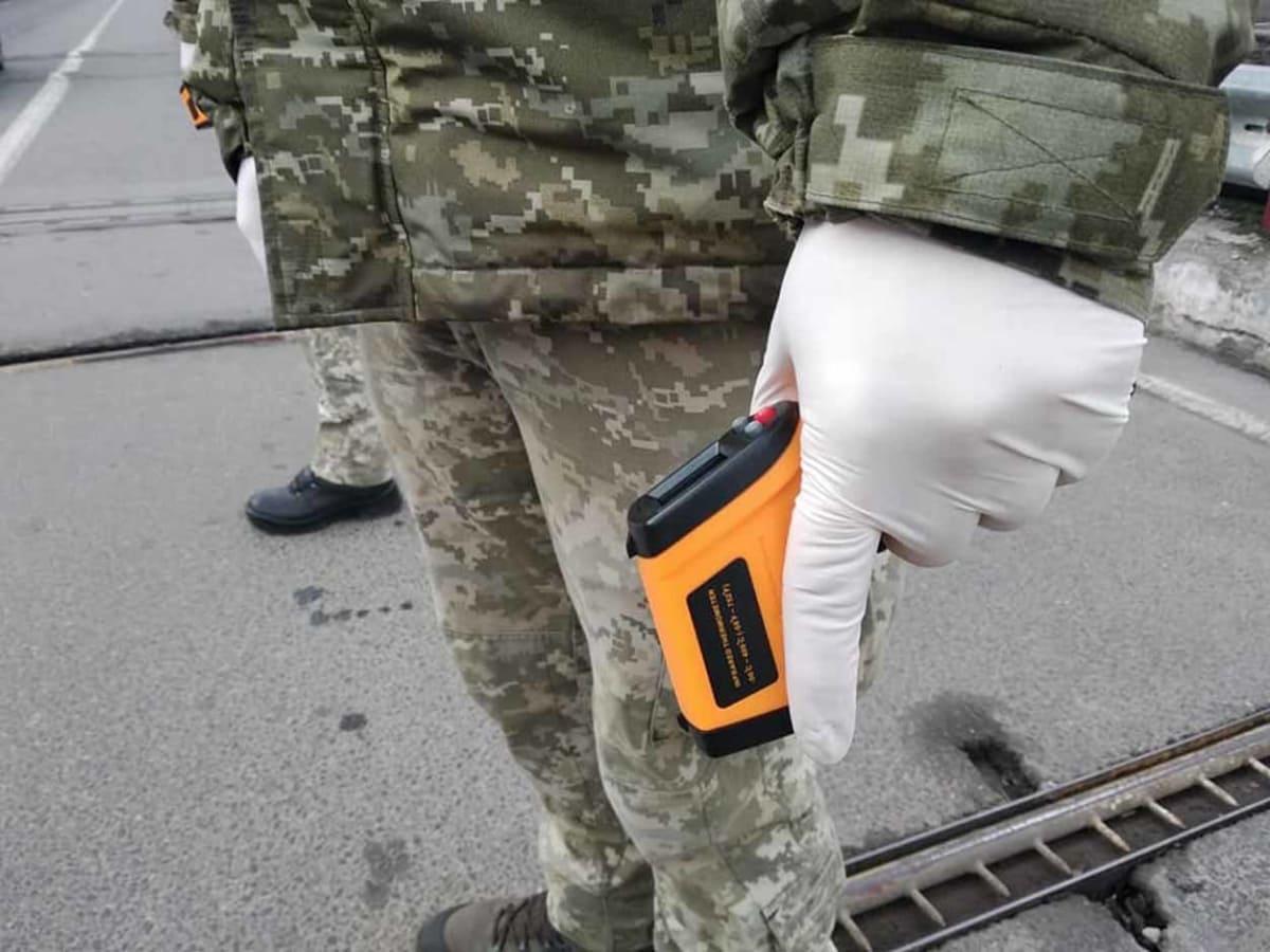 На кордоні у Закарпатті міряють температуру фото