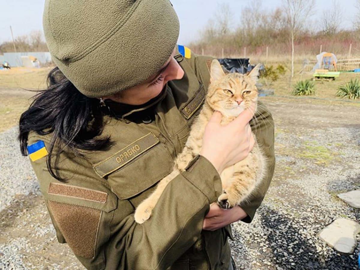 Ужгородські нацгвардійці відвідали притулок для тварин Барбос фото