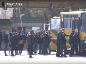 Понад 5000 людей перетнули закарпатські КПП (ВІДЕО)