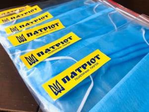 Ужгородські «Патріоти» подарували 500 захисних масок