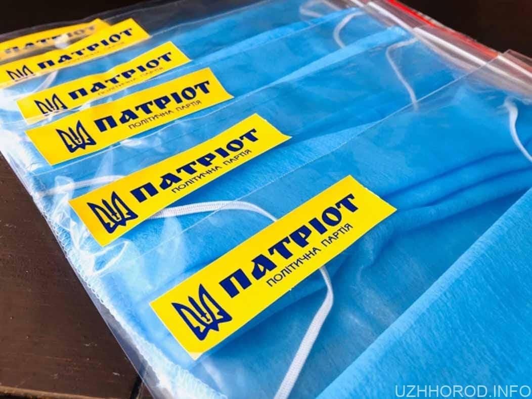 Ужгородські Патріоти подарували 500 захисних масок фото