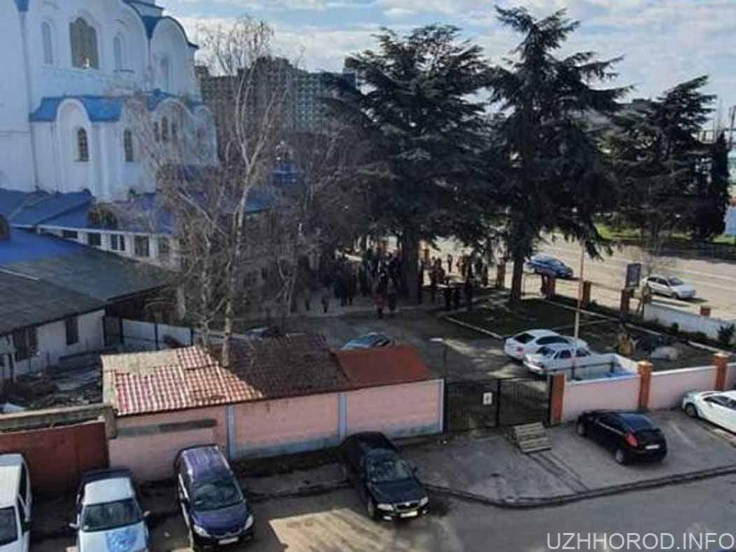 В одній із православних церков Ужгорода нехтують карантином фото