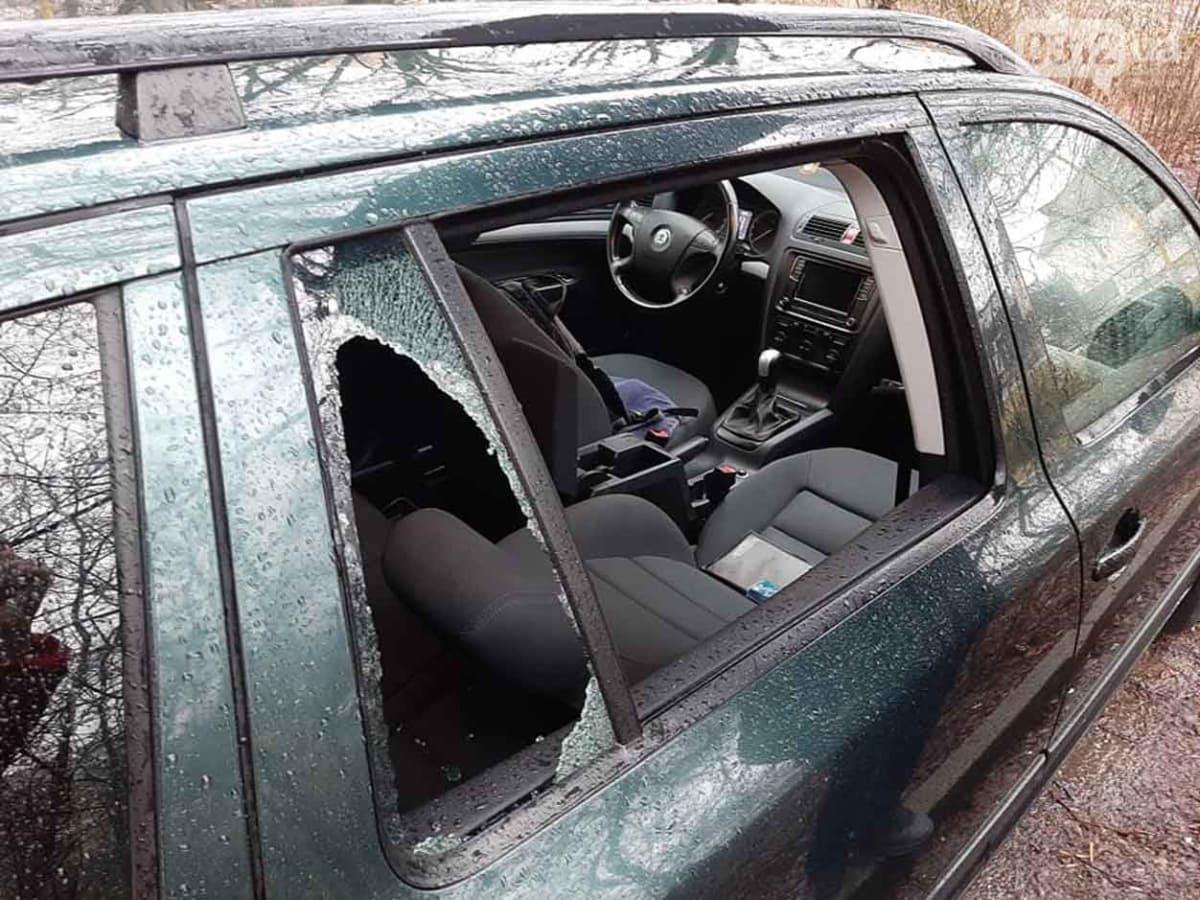 В Ужгороді продовжують грабувати автомобілі фото