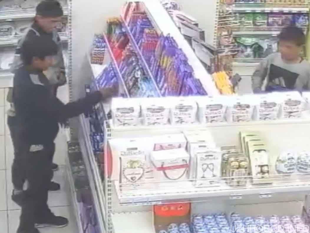 Камера спостереження зняла малолітніх злодіїв фото
