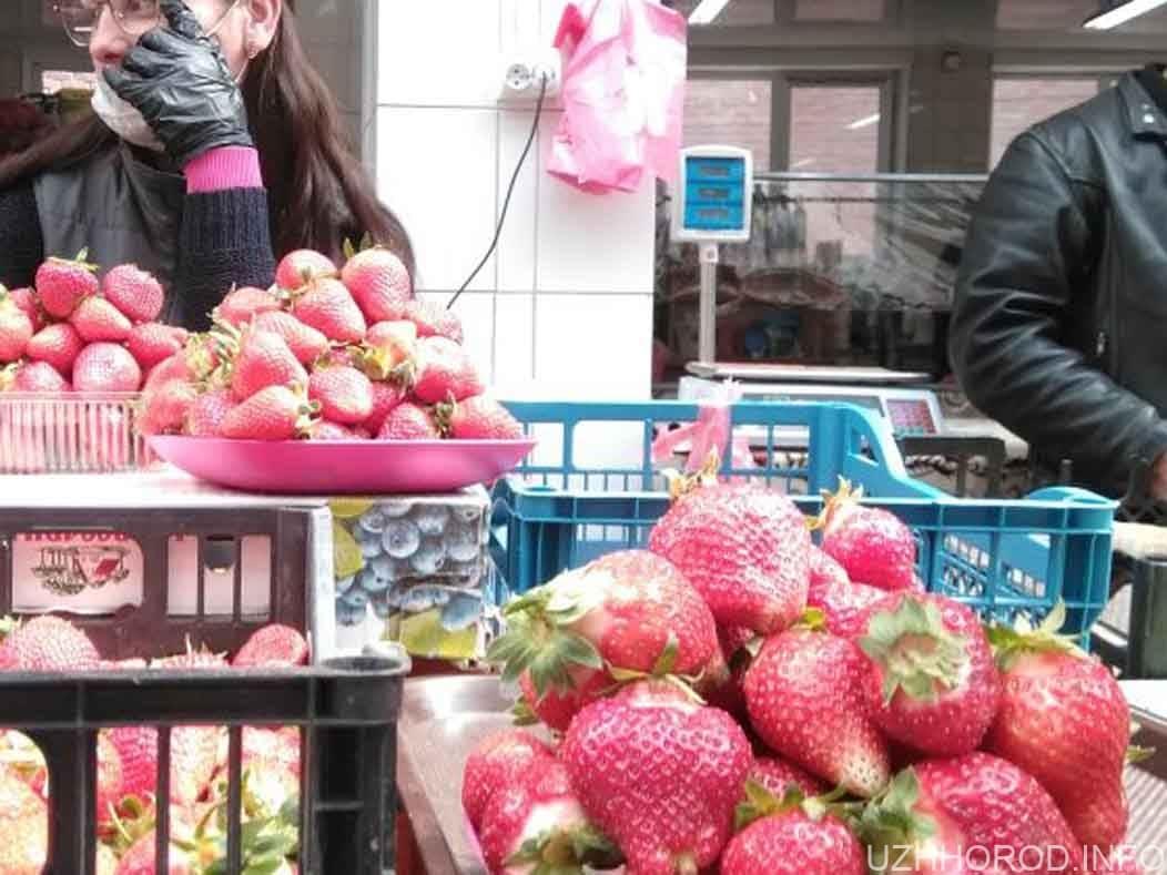 На ринках вже з'явилася цьогорічна полуниця
