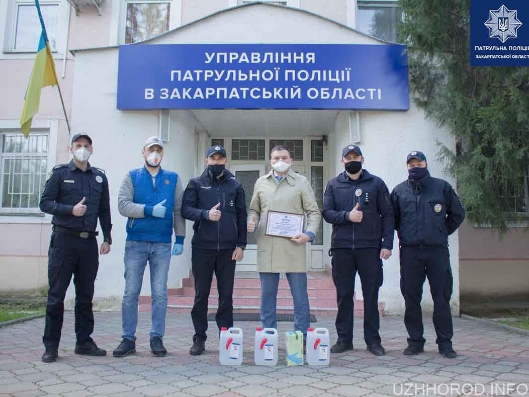 Патрульні відзначили небайдужого громадянина який став свідком ДТП фото