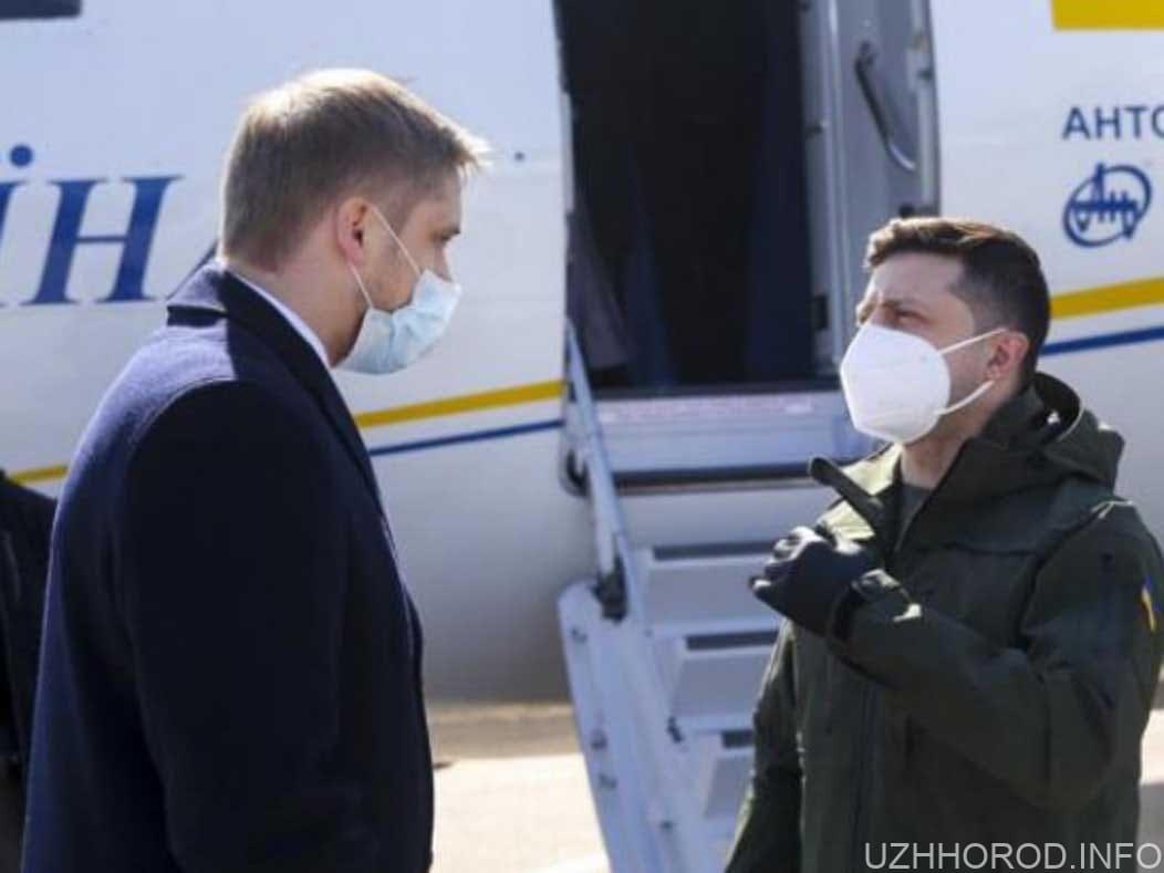 Президент Зеленський прилетів в Ужгород фото