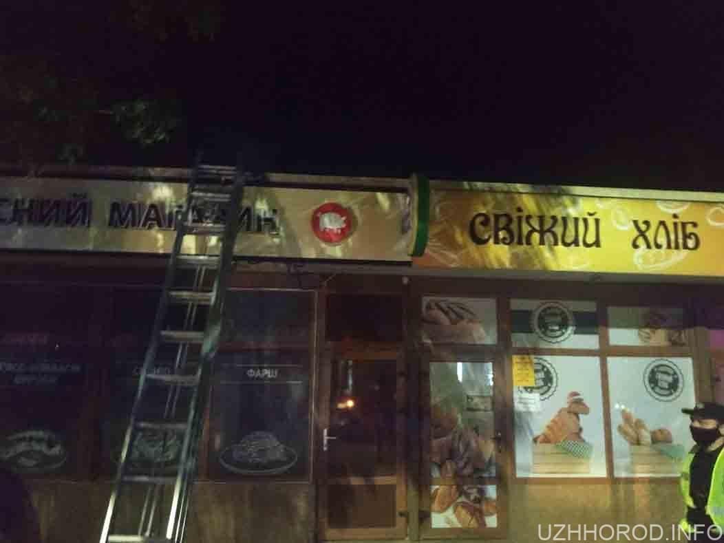 Вночі горіла крамниця на території одного із ринків міста фото
