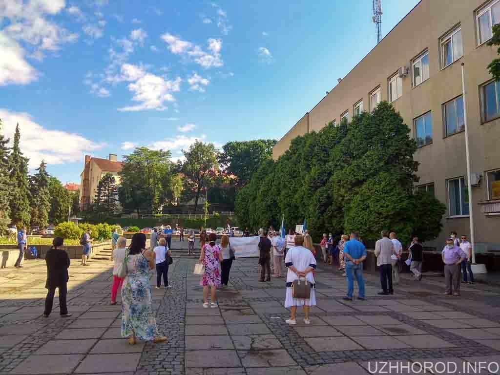 В Ужгороді відбулась акція протесту представників профспілок Закарпаття