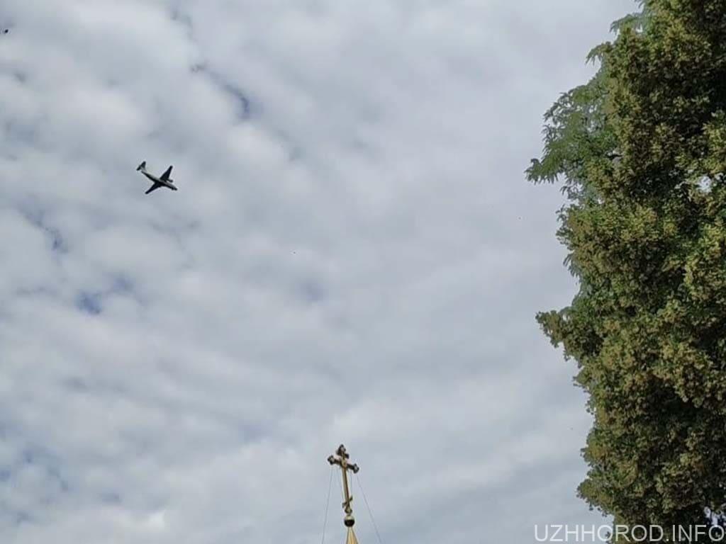 літак прилетів Ужгород Разумков фото