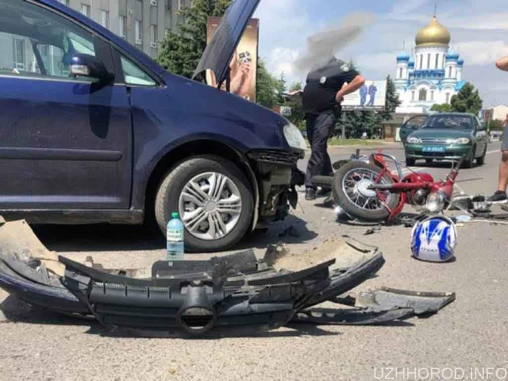 Мотоцикліст влетів в авто на Минайській фото