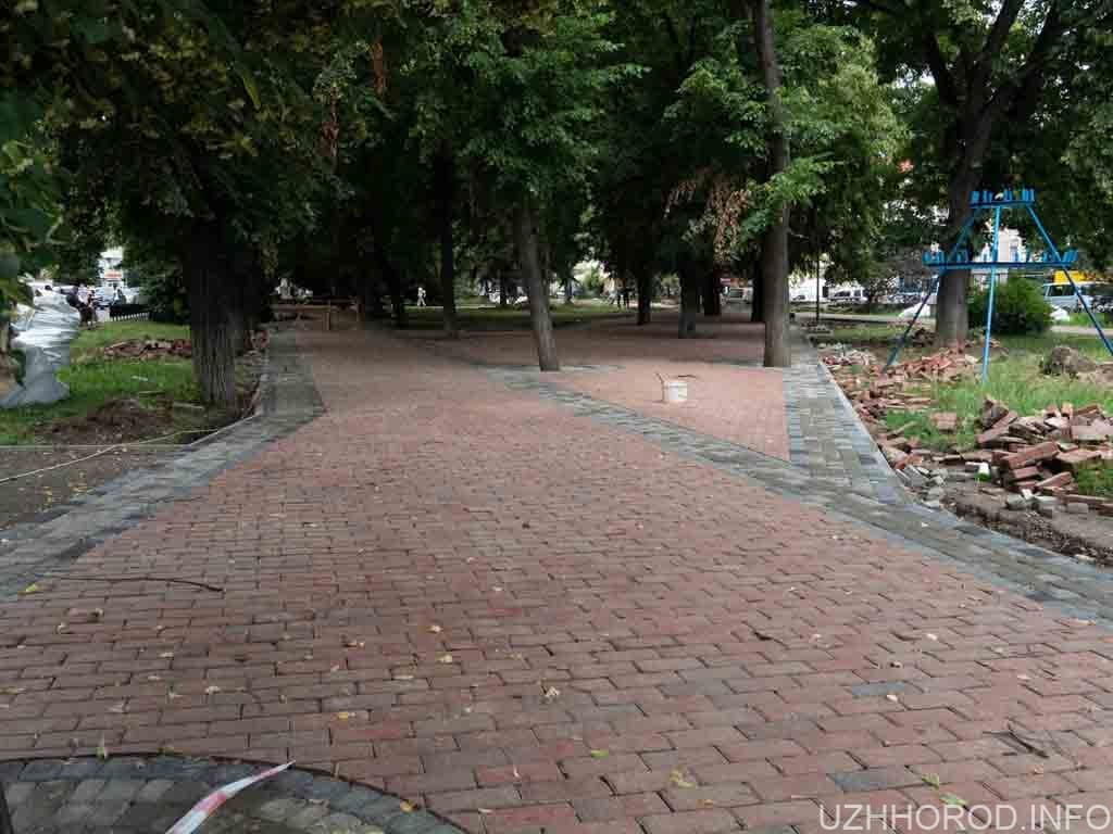 На площі Петефі в Ужгороді облаштовують пішохідну зону фото
