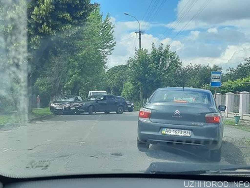 В Ужгороді на вулиці Загорській трапилась ДТП фото