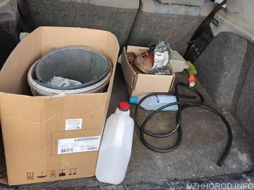патрульні впіймали злодія бензину фото
