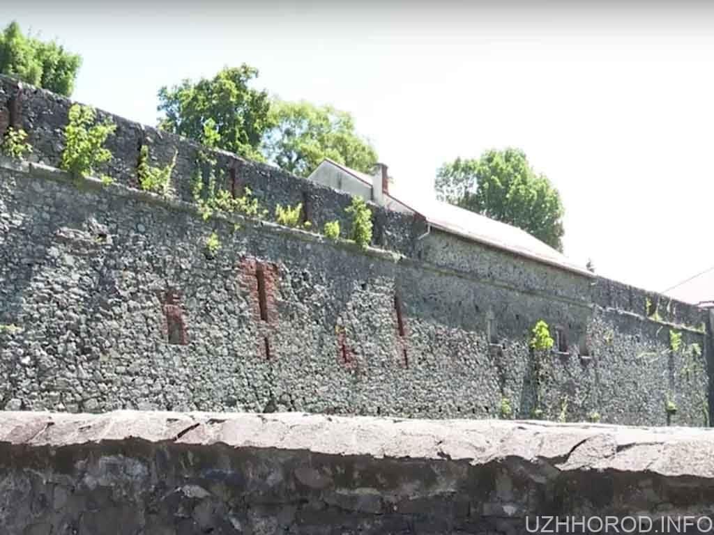 ужгородському замку не вистачає коштів фото