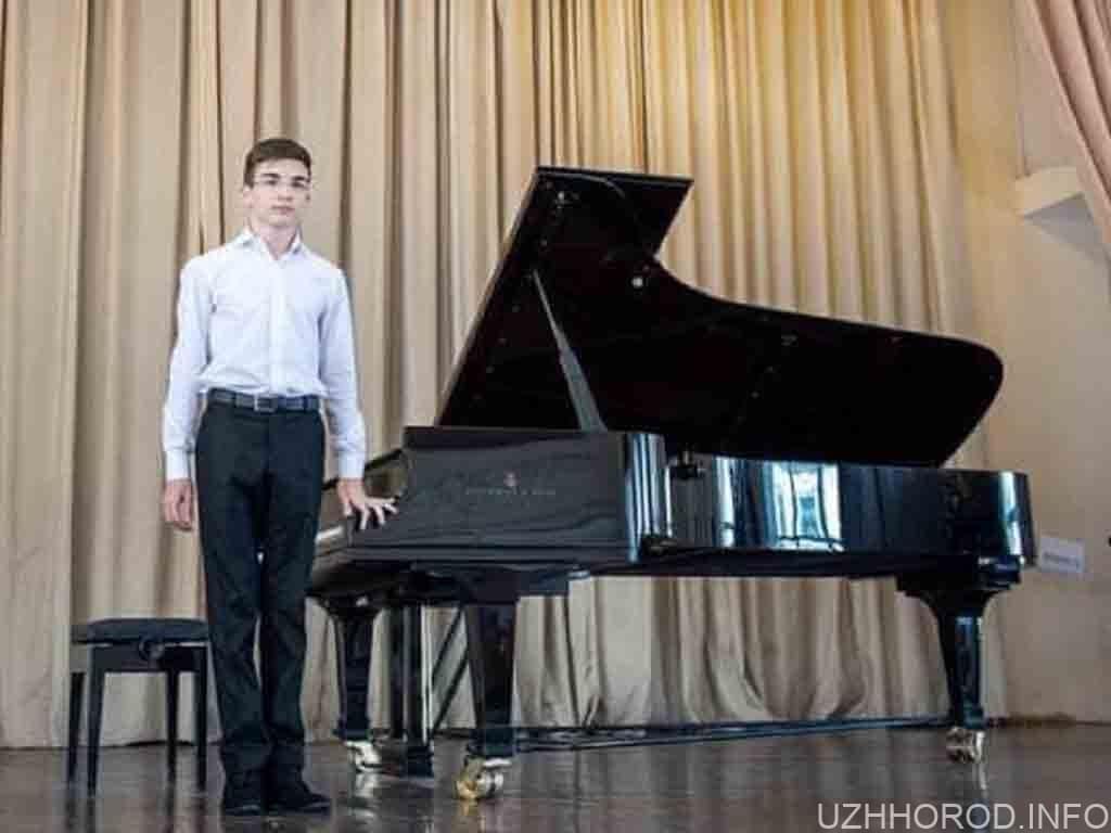 Ужгородець посів 2 місце на конкурсі молодих піаністів фото