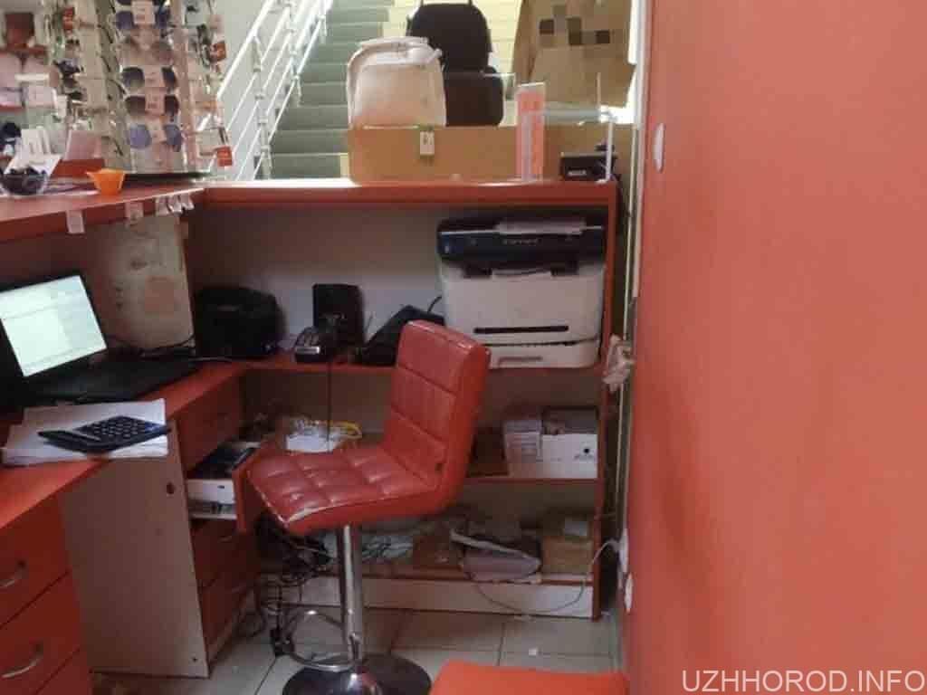 В Ужгороді діти пограбували взуттєвий магазин