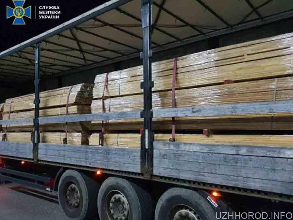 вантажівка з контрабандою цінної деревини фото