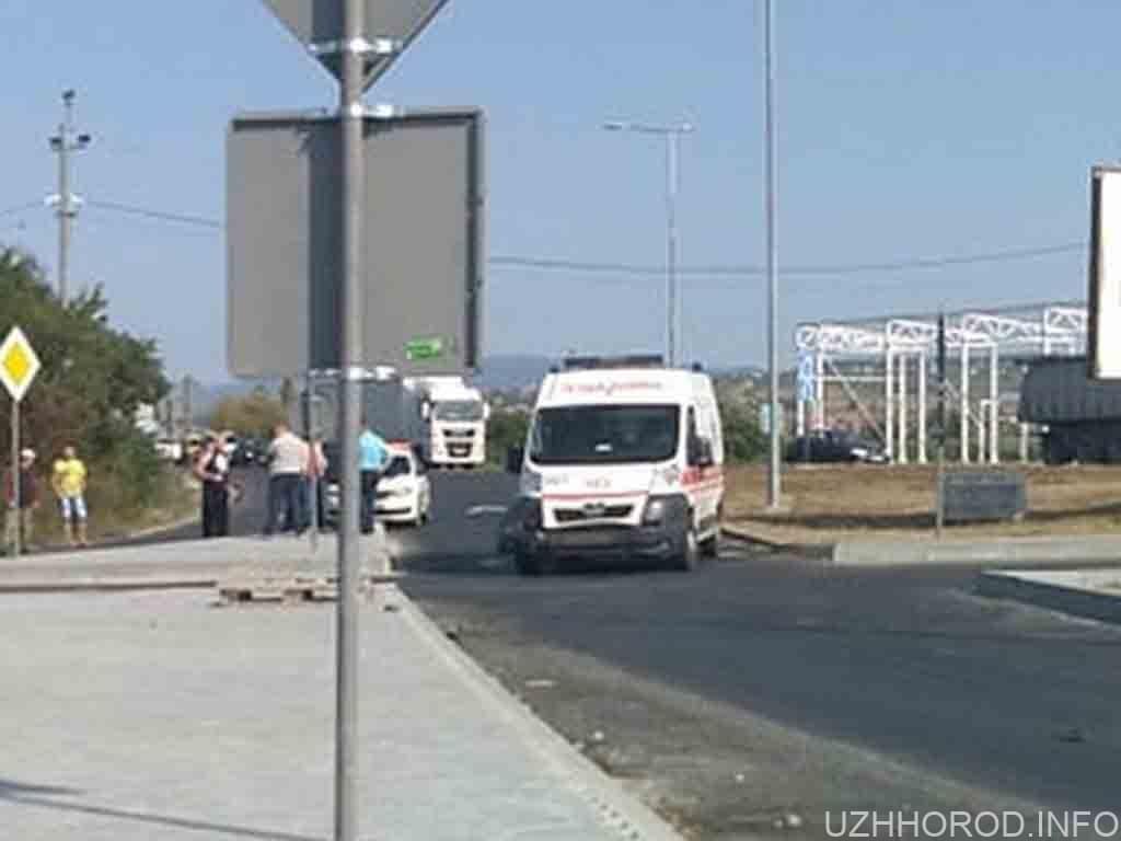 Автомобіль швидкої допомоги потрапив у ДТП на виїзді з Ужгорода