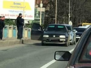 ДТП в Ужгороді: на мості не розминулися дві автівки