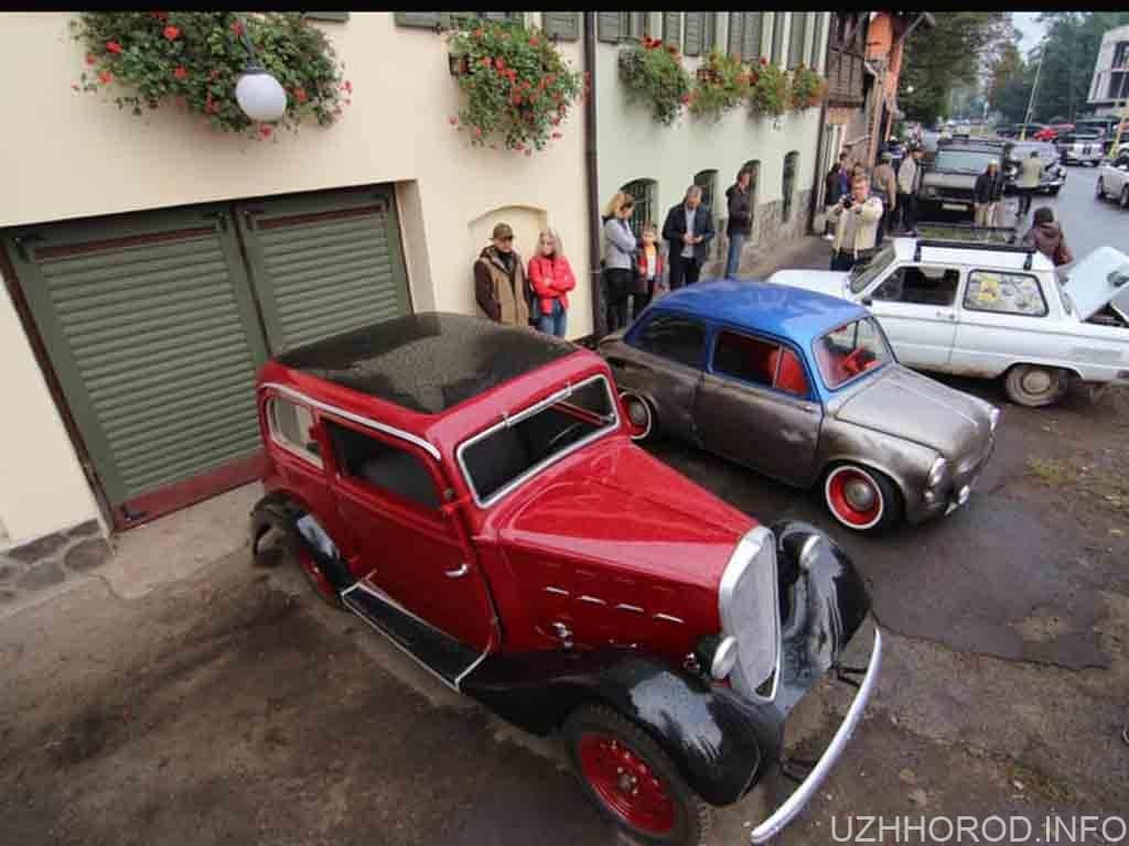 В Ужгороді відкрилася виставка ретро-автомобілів (ФОТО)