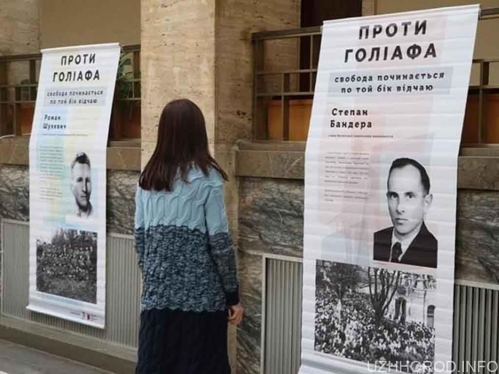Відкрили виставку, приурочену до Дня захисника України