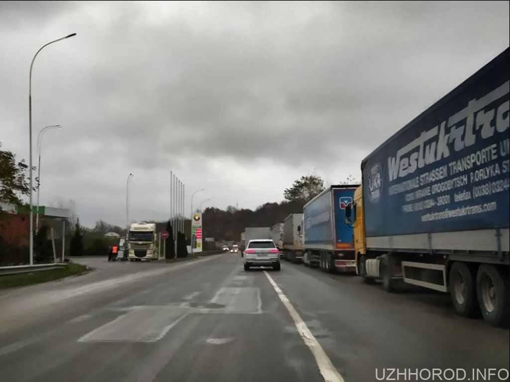 черга затори кордон вантажівки фото